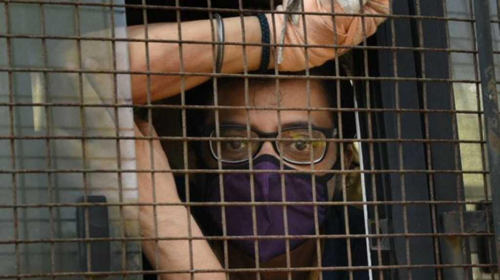 पुलिस वैन से चीखे अर्णब गोस्वामी, कहा— जेल में मेरे साथ की जा रही है मारपीट