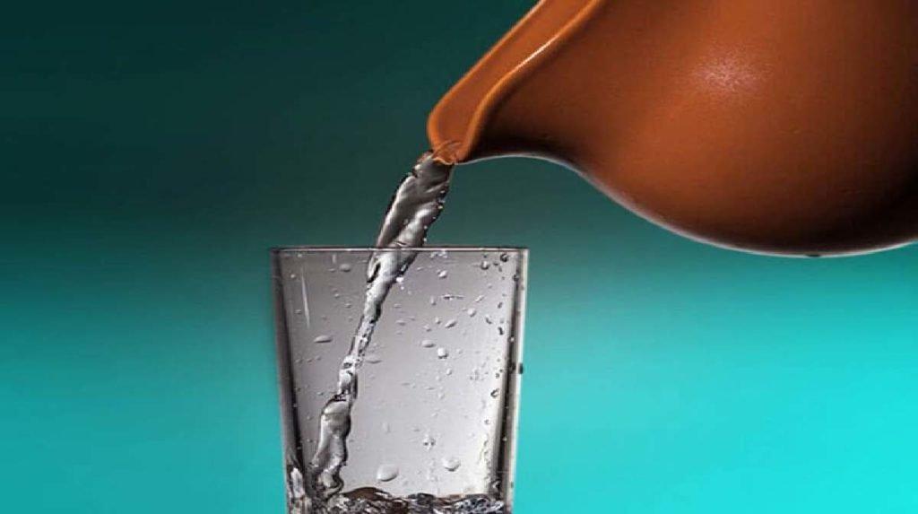 खुद को रोगों से दूर रखना चाहते हैं तो रोजाना पिएं मटके का पानी, मिलेंगे ये दमदार फायदे